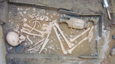 Dig Simulator (fifth-century-BC cist grave)